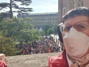 au balcon du Capitole avec les syndicats qui manifestent e narrière plan et que je soutien contre les 1607h
